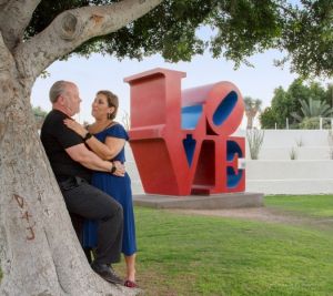 Love-Statue-Couple-1